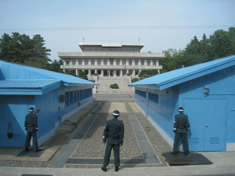 Border_with_North_Korea_(2459173056).jpg